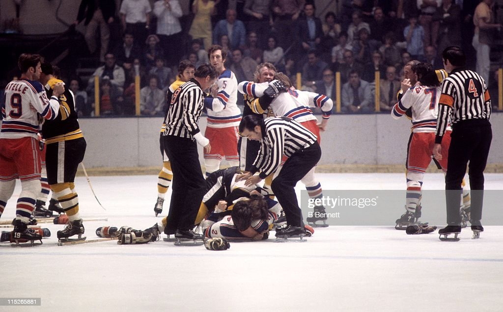 finest selection 65852 58622 Brad Park of the New York Rangers fights with Bobby Orr of ...