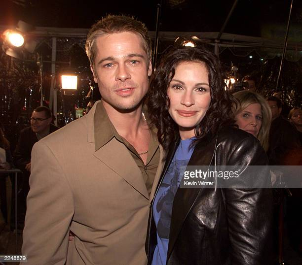 Brad Pitt and Julia Roberts at the premiere of 'The Mexican' at the National Theater in Los Angeles Ca 2/23/01