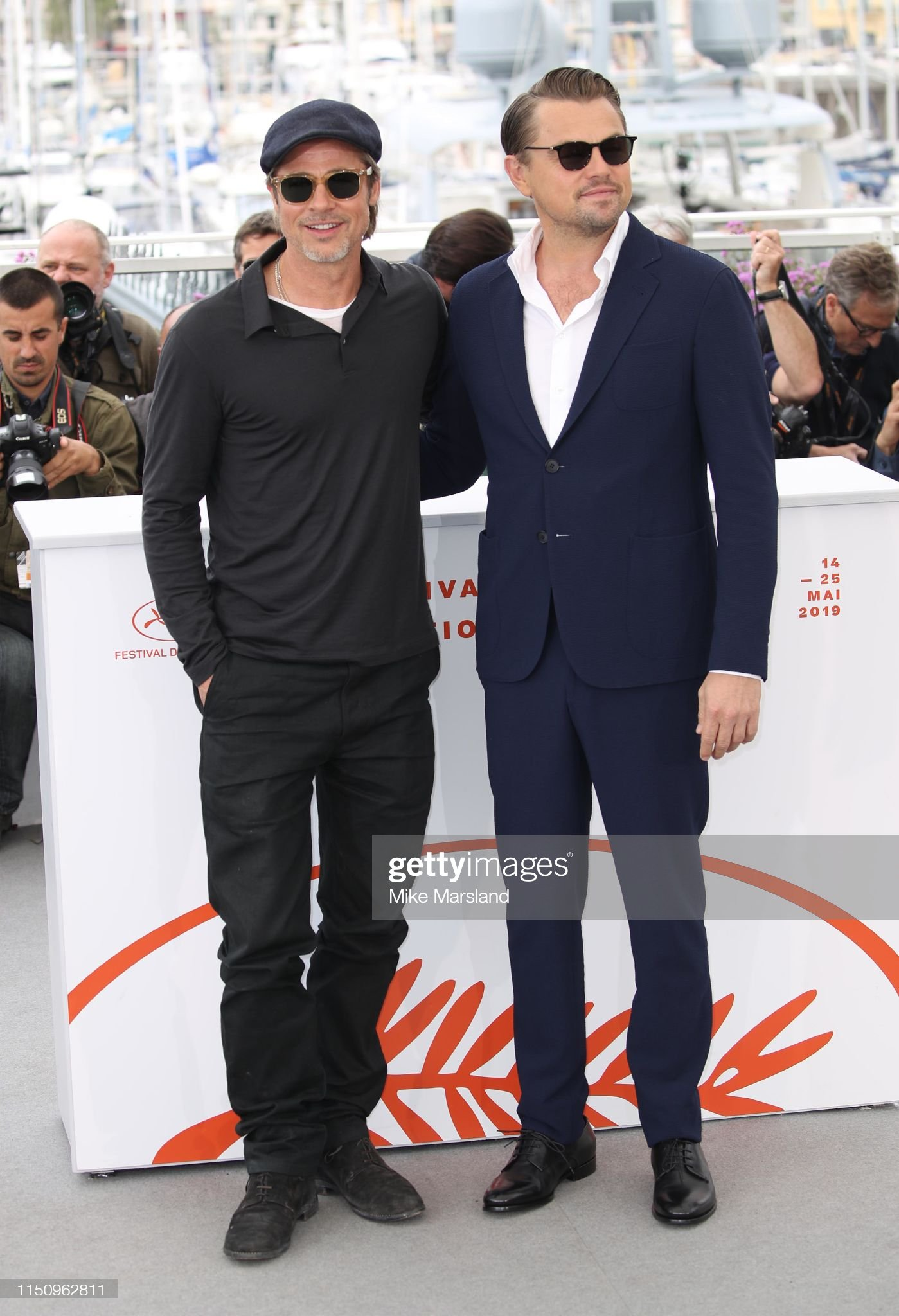 ¿Cuánto mide Brad Pitt? - Altura - Real height - Página 3 Brad-pitt-and-leonardo-dicaprio-attend-thephotocall-for-once-upon-a-picture-id1150962811?s=2048x2048