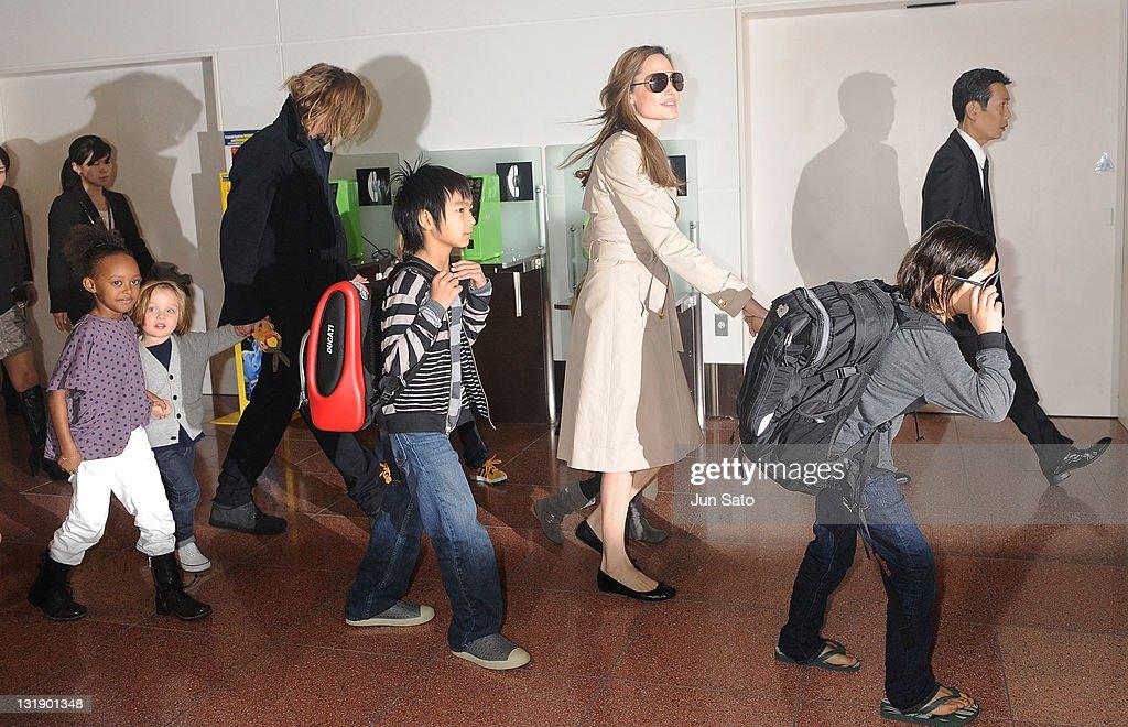 Brad Pitt, Angelina Jolie and their six children Maddox, Pax, Zahara, Shiloh, Knox, and Vivienne arrive at Haneda International Airport on November 8 in Tokyo, Japan.
