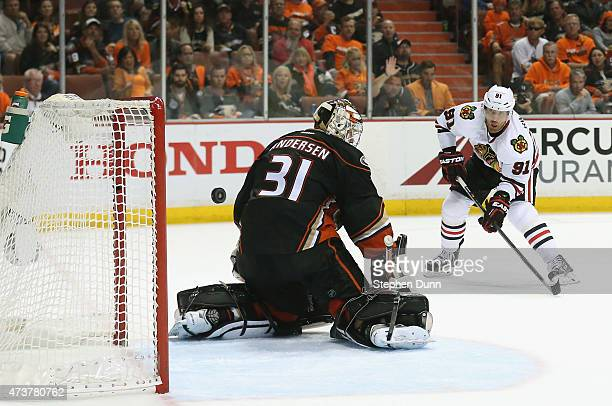 Brad Richards of the Chicago Blackhawks scores on goaltender Frederik Andersen of the Anaheim Ducks in the second period of Game One of the Western...