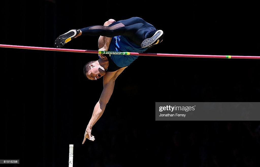 Brad Walker of the United States clears the bar to set an new American pole vault record of 6.04 meters during the Prefontaine Classic on June 8, 2008 at Hayward Field in Eugene, Oregon.