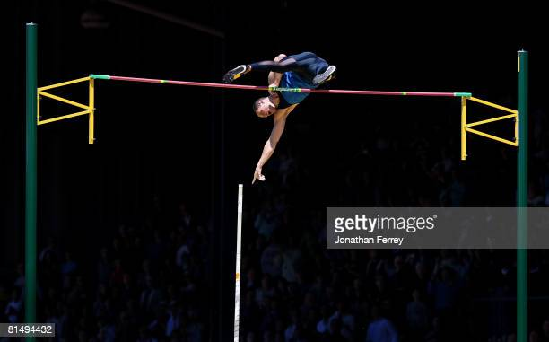 Brad Walker of the United States clears the bar to set an new American record of 6.04 meters during the Prefontaine Classic on June 8, 2008 at...