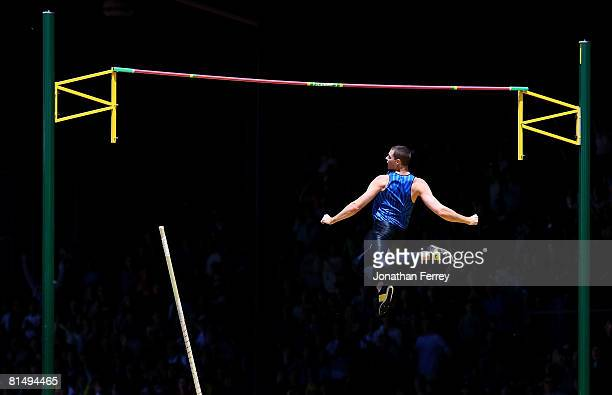 Brad Walker of the United States clears the bar to set an new American record of 604 meters during the Prefontaine Classic on June 8 2008 at Hayward...