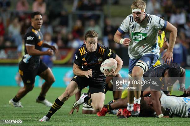 Brad Weber, co-captain of the Chiefs makes a break during the round 5 Super Rugby Aotearoa match between the Chiefs and the Blues at FMG Stadium...