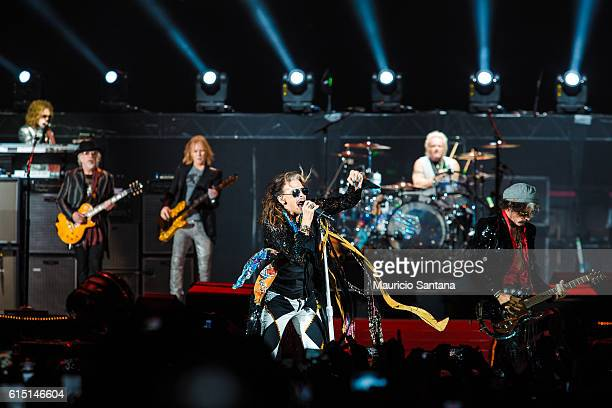 Brad Whitford Tom Hamilton Steven Tyler Joey Kramer and Joe Perry members of the band Aerosmith performs live on stage at Allianz Parque on October...