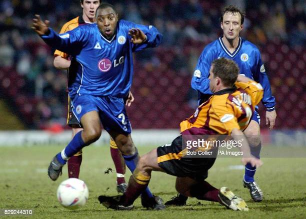 Bradford's Peter Atherton and Leicester's Andy Impey during their Nationwide Division One match in Bradford THIS PICTURE CAN ONLY BE USED WITHIN THE...