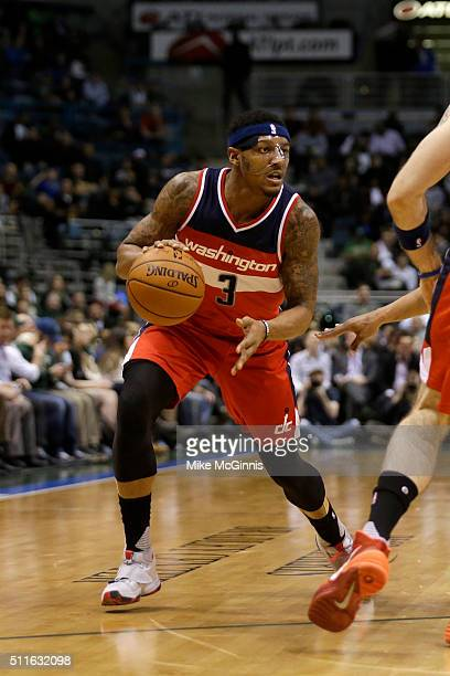 Bradley Beal of the Washington Wizards drives to the hoop for two points during the game against the Milwaukee Bucks at BMO Harris Bradley Center on...