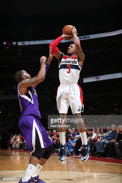 Bradley Beal of the Washington Wizards shoots against the Sacramento Kings at the Verizon Center on February 9 2014 in Washington DC NOTE TO USER...