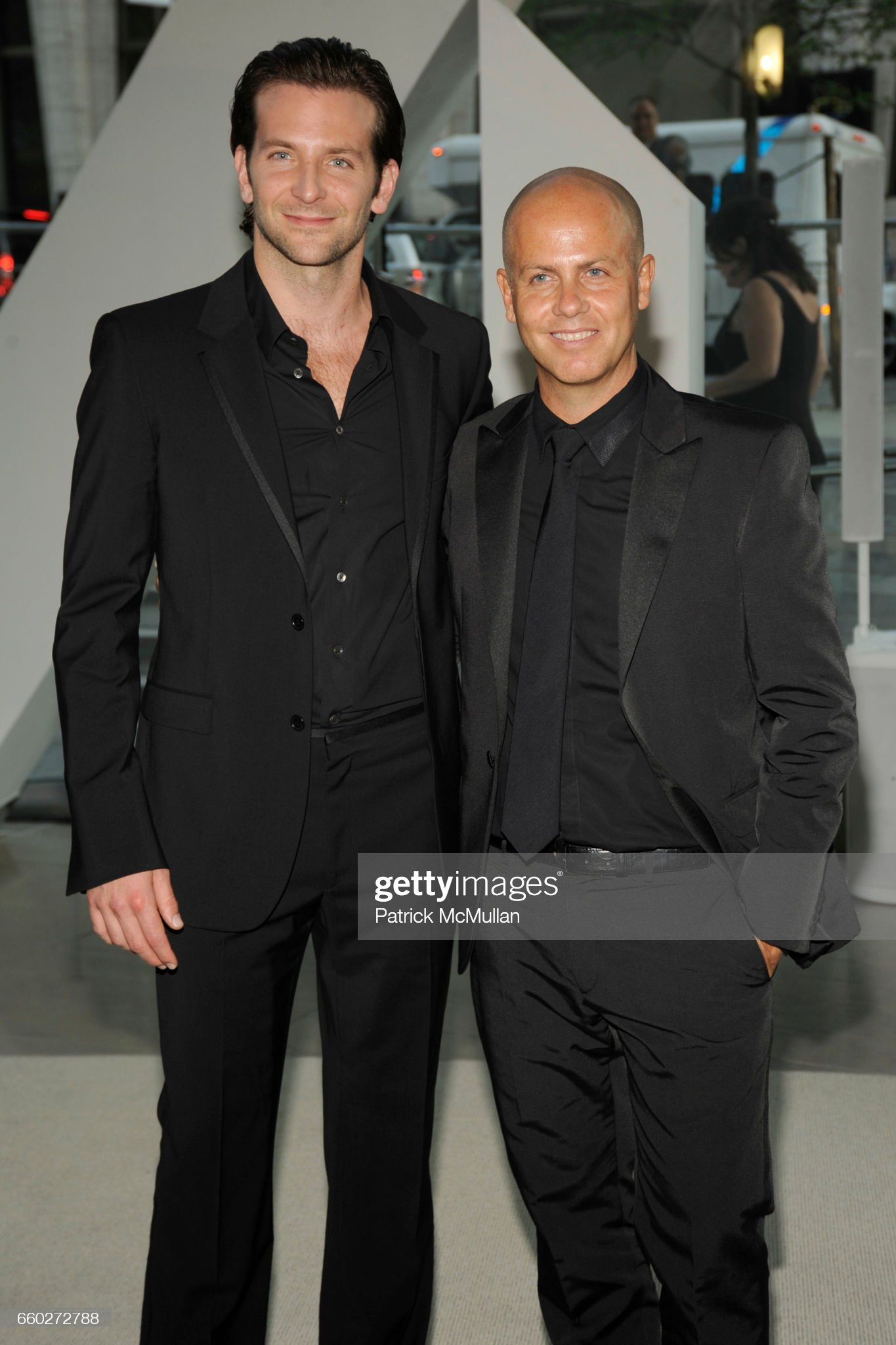 ¿Cuánto mide Italo Zucchelli? - Altura - Real height Bradley-cooper-and-italo-zucchelli-attend-cfda-awards-2009-inside-at-picture-id660272788?s=2048x2048