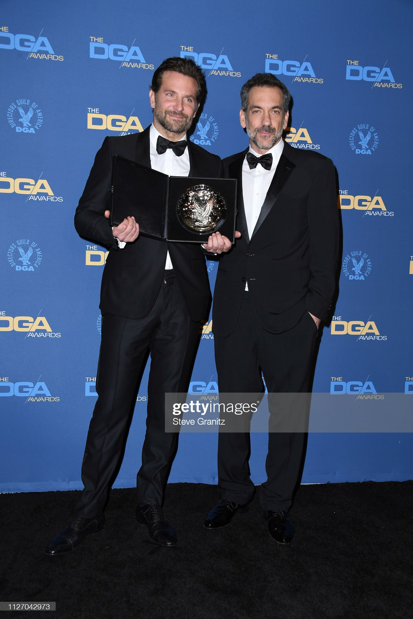 ¿Cuánto mide Joaquin Phoenix? - Altura - Real height Bradley-cooper-and-todd-phillips-pose-in-the-pressroom-with-the-award-picture-id1127042973?s=2048x2048