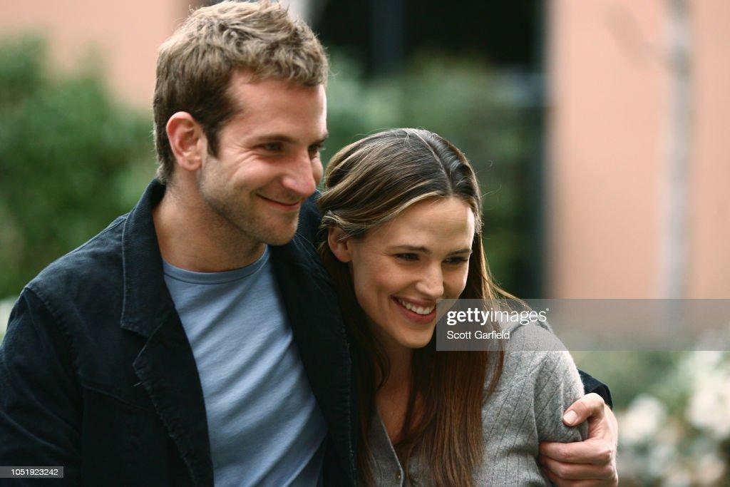 Bradley Cooper, Jennifer Garner Appearing On 'Alias' : Nachrichtenfoto