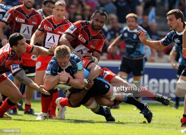 Bradley Davies of Cardiff dives over to score a try during the Amlin Challenge Cup Final between Toulon and Cardiff Blues at Stade Velodrome on May...
