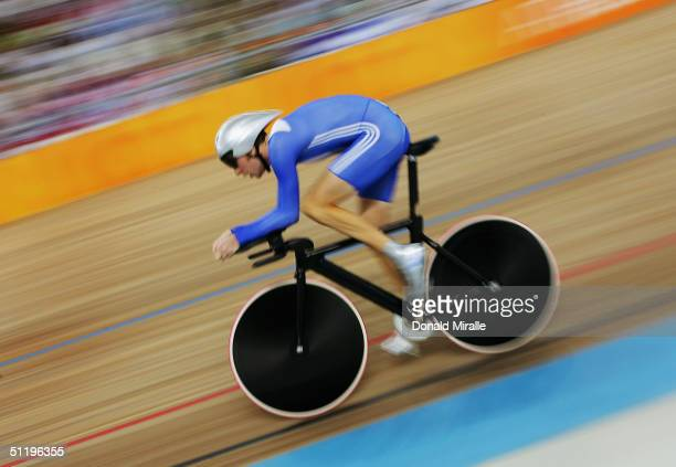 Bradley Wiggins of Great Britain competes in the men's track cycling individual pursuit qualifying round on August 20, 2004 during the Athens 2004...