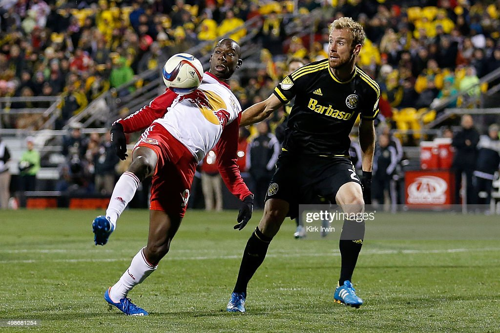 New York Red Bulls v Columbus Crew SC - Eastern Conference Finals - Leg 1 : News Photo