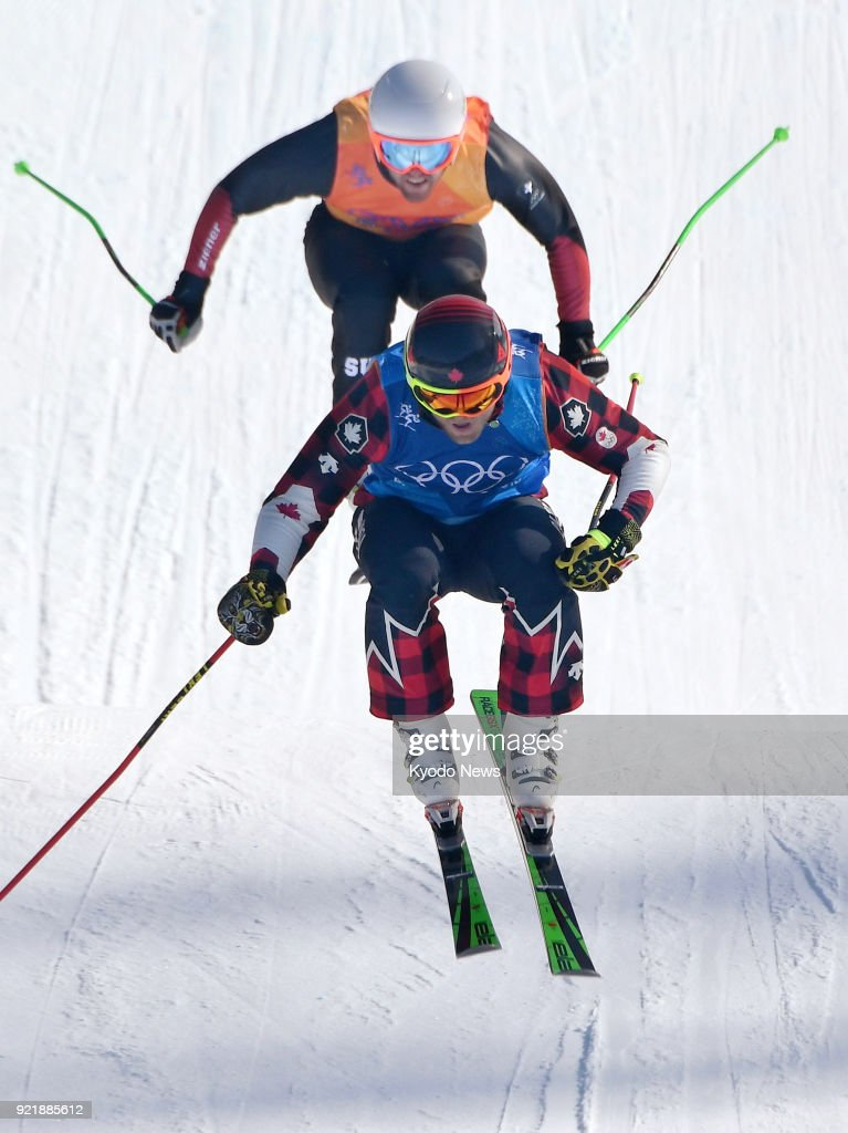 Brady Leman of Canada (front) competes in the men's ski cross final at the Pyeongchang Winter Olympics in South Korea on Feb. 21, 2018. Leman won gold. ==Kyodo