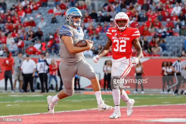 Brady White of the Memphis Tigers scrambles for a touchdown in the second quarter defended by Gervarrius Owens of the Houston Cougars at TDECU...
