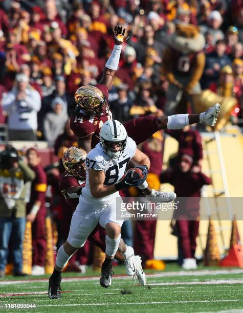 Braelen Oliver of the Minnesota Golden Gophers misses a tackle on Pat Freiermuth of the Penn State Nittany Lions in the first quarter at TCFBank...
