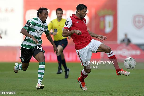 Braga's Brazilian defender Djavan in action with Sporting's Portuguese forward Gelson Martins during the Premier League 2015/16 match between SC...