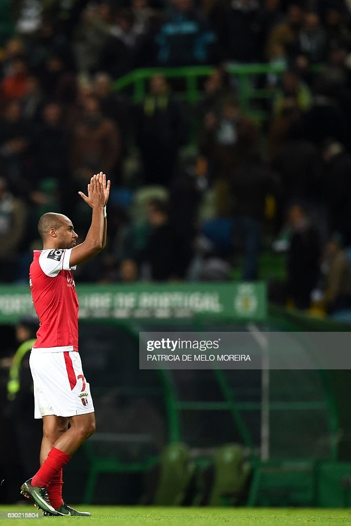 Braga's forward Wilson Eduardo celebrates at the end of the Portuguese league football match Sporting CP vs Sporting Braga at the Jose Alvalade stadium in Lisbon on December 18, 2016. / AFP / PATRICIA