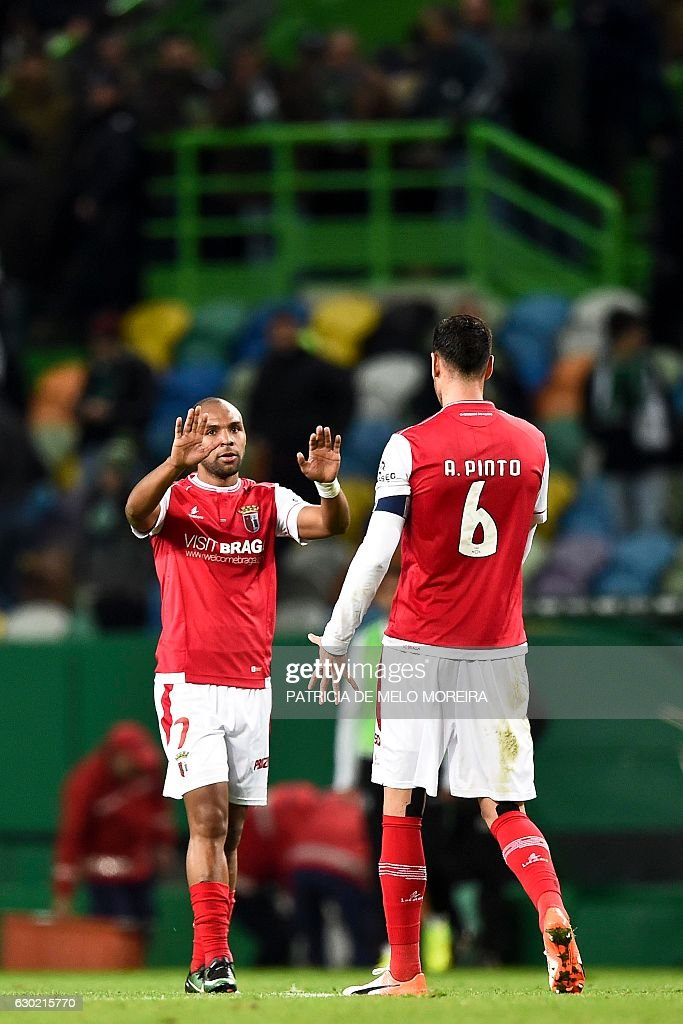 Braga's forward Wilson Eduardo (L) celebrates with teammate Braga's defender Andre Pinto at the end of the Portuguese league football match Sporting CP vs Sporting Braga at the Jose Alvalade stadium in Lisbon on December 18, 2016. / AFP / PATRICIA
