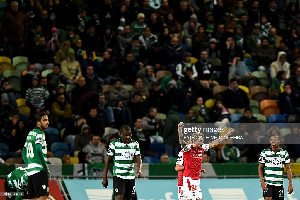 Braga's midfielder Miguel Xeka (2R) celebrates teammate Sporting Braga's forward Wilson Eduardo's goal during the Portuguese league football match Sporting CP vs Sporting Braga at the Jose Alvalade stadium in Lisbon on December 18, 2016. / AFP / PATRICIA