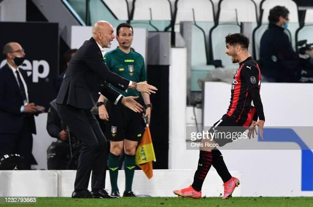 Brahim Diaz of AC Milan celebrates goal with Stefano Pioli, Manager of AC Milan during the Serie A match between Juventus and AC Milan at Allianz...