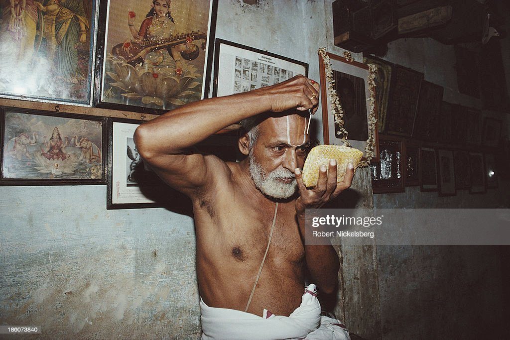 Brahmin Priest : News Photo