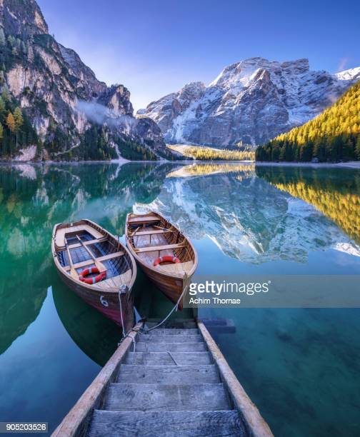braies lake, dolomite alps, italy, europe - pragser wildsee stock pictures, royalty-free photos & images
