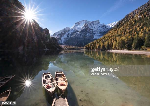 braies lake, dolomite alps, italy, europe - achim thomae stock-fotos und bilder