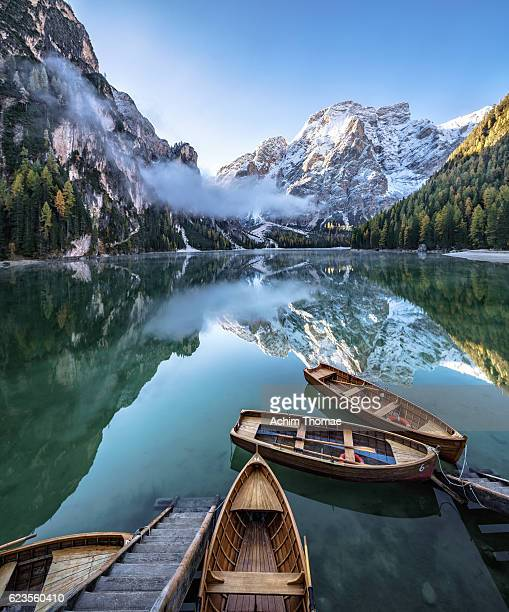 braies lake - dolomite alps, south tyrol, italy - pragser wildsee stock pictures, royalty-free photos & images