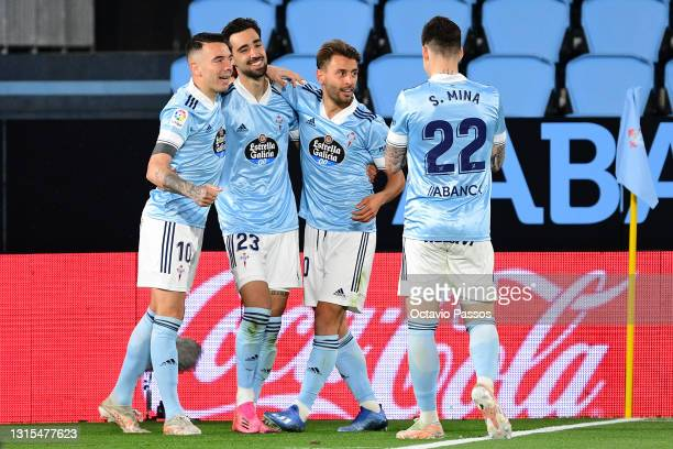 Brais Mendez of Celta Vigo celebrates with team mates Iago Aspas, Kevin Vazquez and Santi Mina after scoring his team's first goal during the La Liga...