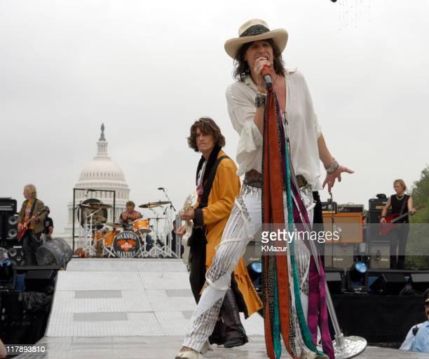 Braldey Whitford Joey Kramer Joe Perry and Steven Tyler Tom Hamilton of Aerosmith