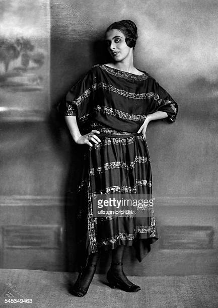 Branay MargitActressin a dress with bordersPublished by Dame 2/1920/21 Photographer Rudolph DuehrkoopVintage property of ullstein bild