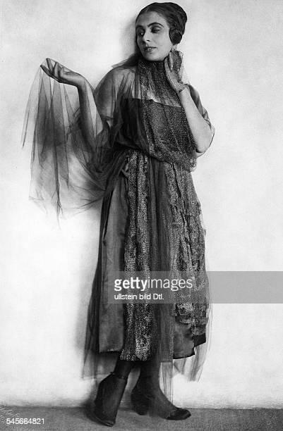 Branay MargitActressin an evening dress with chiffonPublished by Dame 2/1920/21 Photographer Rudolph DuehrkoopVintage property of ullstein bild