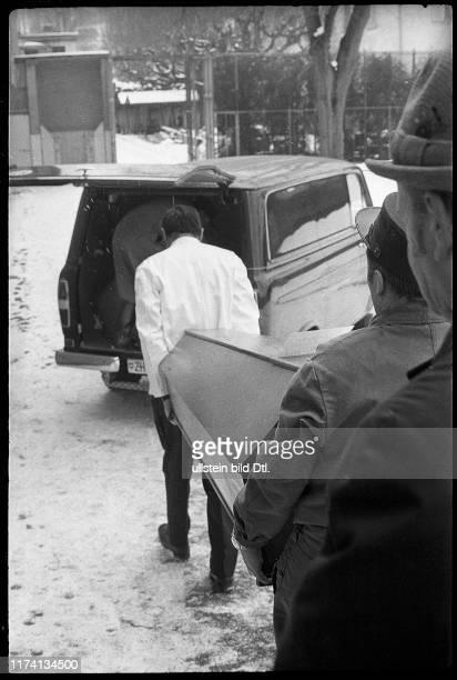 Brand in der Klinik Burghölzli in Zürich 1971 Leiche wird abtransportiert