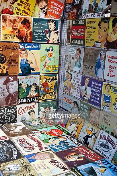 noms de marque et les logos - affiche de film photos et images de collection