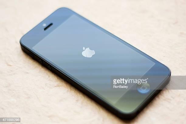 neue apple iphone 5 - apple logo stock-fotos und bilder