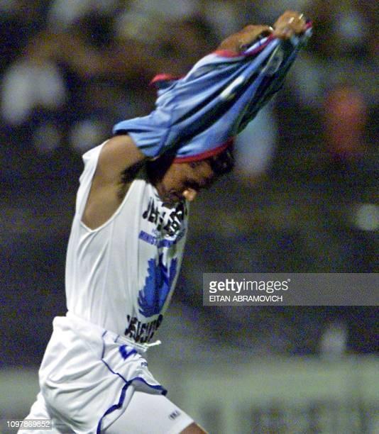 Brandao del Sao Caetano of Brazil celebrates his goal against Alianza Lima de Peru 28 March 2002 in Lima Brandao del Sao Caetano de Brasil celebra...
