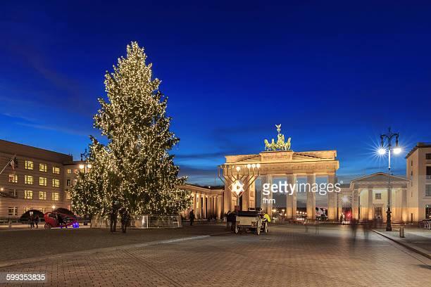 brandburg ate with christmas tree and chanukka - dezember stock-fotos und bilder