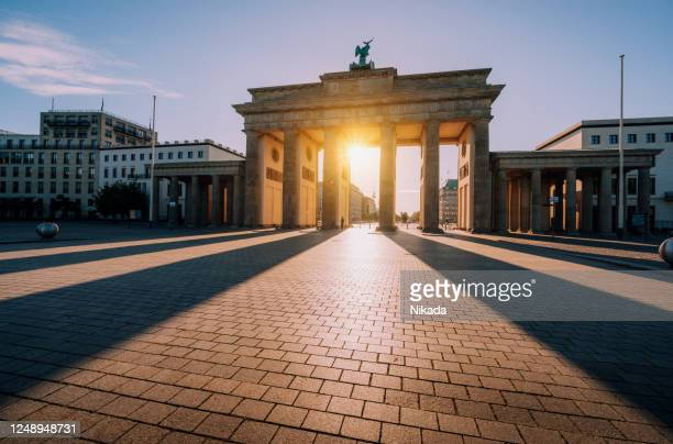brandenburg gate at sunset -  berlin, germany - monument stock pictures, royalty-free photos & images