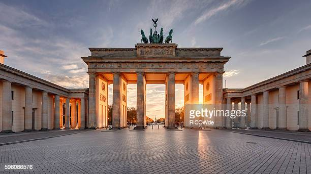 brandenburg gate at sunset - national landmark stock pictures, royalty-free photos & images