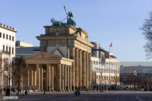 brandenburg gate - berlin, germany - us embassy stock pictures, royalty-free photos & images