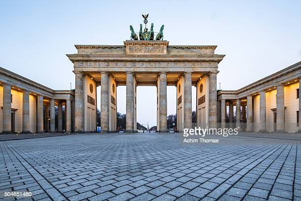brandenburg gate - berlin germany - international landmark stock pictures, royalty-free photos & images