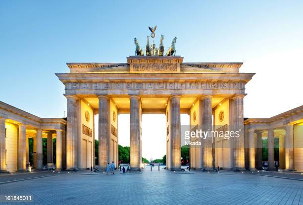 brandenburg gate, berlin - berlin stock pictures, royalty-free photos & images