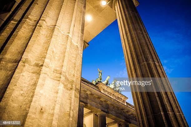 Brandenburger Tor (Brandenburger Tor), Berlin, die Prachtstraße Unter den Linden, Paris Platz