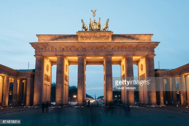 brandenburg gate illuminated at night, berlin, gemany - berlin stock pictures, royalty-free photos & images