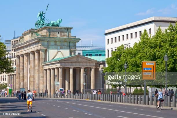 puerta de brandenburgo en berlín - gwengoat fotografías e imágenes de stock