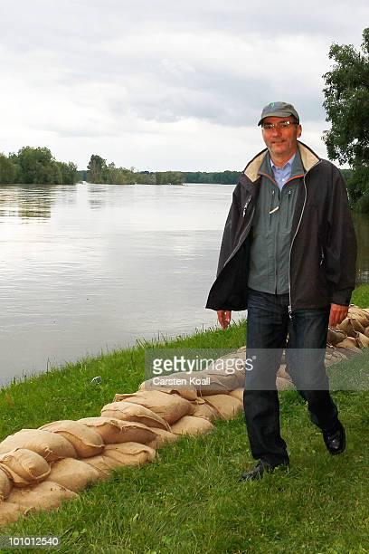 Brandenburg state Governor Matthias Platzeck passes sandbags on the dike tip on the flooeden river Oder on May 27 2010 in Neuzelle near Frankfurt...