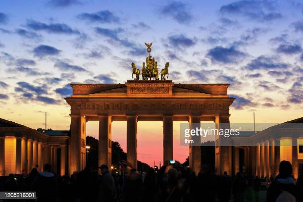 brandenburger tor (brandenburg gate) and pariser platz at sunset - central berlin stock pictures, royalty-free photos & images
